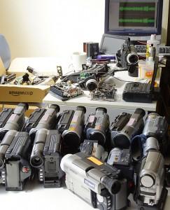 8ミリビデオカメラの整備中