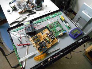 Diassembling LCD monitor