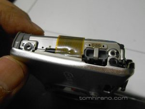 液晶画面へのケーブル損傷