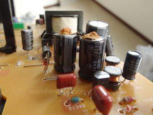 液漏れ電解コンデンサー